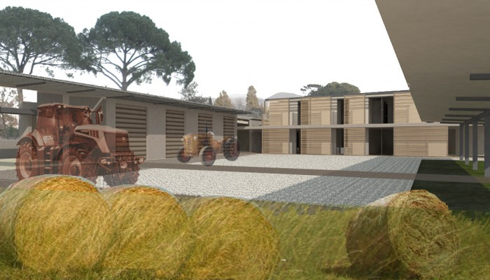 l'interno della corte visto da ovest, con la rimessa trattori a sinistra e la casa custode in fondo
